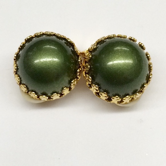 VINTAGE GREEN & GOLD TONE CLIP ON EARRINGS
